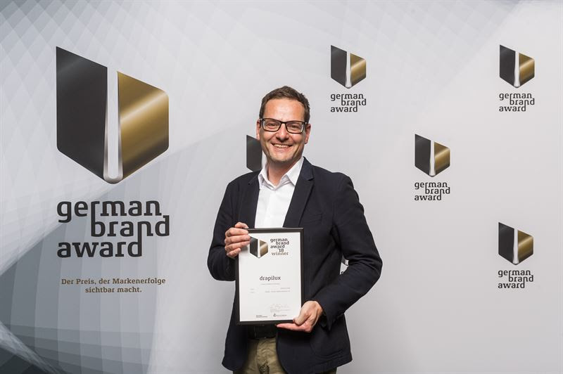 Marketing Director Markus Overbeck accepting drapilux award